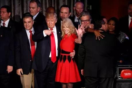O republicano Donald Trump e sua chefe de campanha, Kellyanne Conway