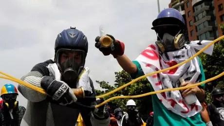 Um dos conselhos diz para evitar frascos de vidro para que bombas só humilhem e não gerem ferimentos