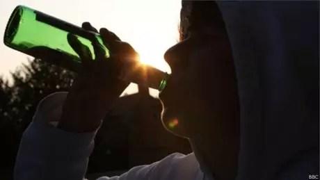 Elevação da idade mínima para consumo de álcool é uma das medidas que OMS acredita serem necessárias para reduzir a violência