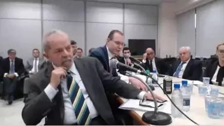 Ex-presidente Lula durante primeiro depoimento ao juiz Sérgio Moro em maio de 2017   Foto: Reprodução/Justiça Federal do Paraná