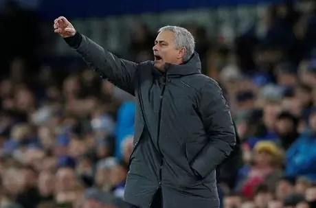 Técnico José Mourinho durante partida entre Manchester United e Everton pelo Campeonato Inglês 01/01/2018 REUTERS/Andrew Yates