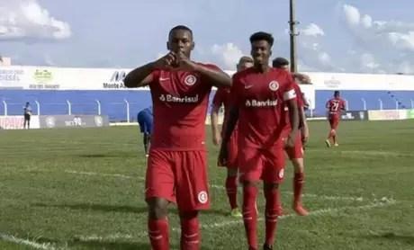Pela Copinha, Internacional vence o Boa Vista por 2 a 0 (Foto: Reprodução Sportv)