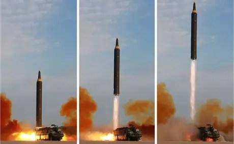 Teste do míssel Hwasong-12 em data e local não especificados - imagem foi divulgada pela agência norte-coreana KCNA em setembro