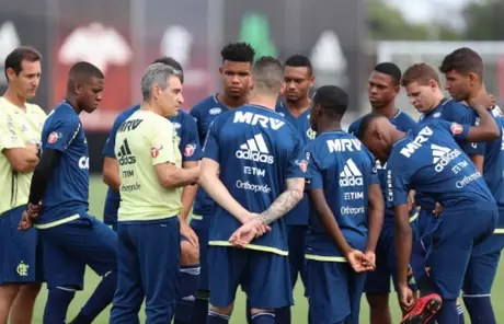 Carpegiani não terá nenhum titular disponível para estreia no Carioca (Gilvan de Souza/Flamengo)