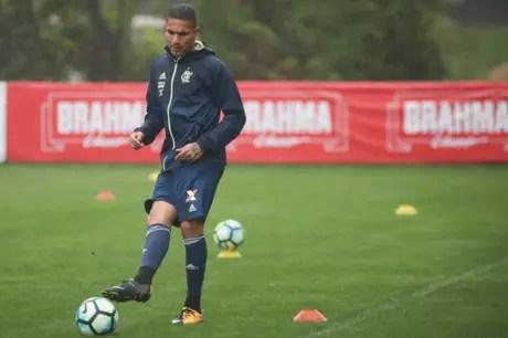 Paolo Guerrero retornará aos treinos no Ninho do Urubu na próxima terça, dia 20 (Foto: Gilvan de Souza / Flamengo)