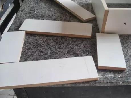 36. Caso você tenha uma gaveta que está inutilizada, pode usar o material dela para fazer nichos.