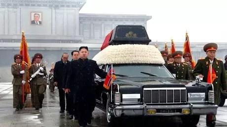 Kim Jong-un no funeral do pai, em 2011; ele não era o primeiro na linha de sucessão ao poder