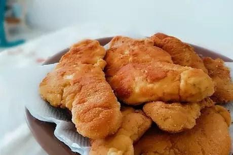 Frango empanado com biscoito