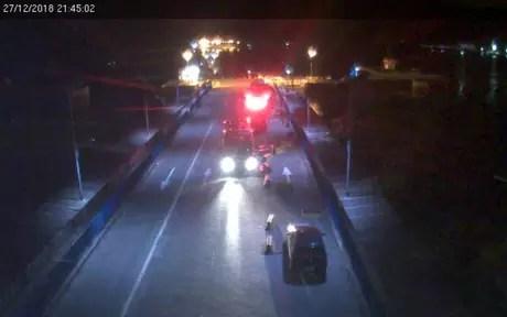 Travessia entre Bertioga e Guarujá foi interrompida após veículo cair de balsa