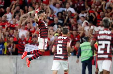 De Arrascaeta, do Flamengo, comemora o seu gol em partida contra San José, da Bolívia, válida pela quarta rodada do Grupo D da Copa Libertadores 2019, no Estádio do Maracanã, zona norte do Rio de Janeiro, nesta quinta-feira (11).