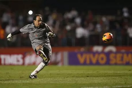 Rogério fez 131 gols na carreira, sendo sete deles contra o Cruzeiro. Fábio sofreu com o novo chefe seis vezes- (Foto: Tom Dib/Lancepress!)