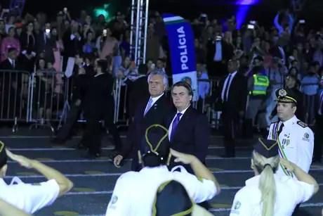 O presidente Jair Bolsonaro participa ao lado do governador de Goiás, Ronaldo Caiado, da solenidade de formatura 45ª Turma de Aspirantes da Polícia Militar, no Comando da Academia de Polícia Militar em Goiânia