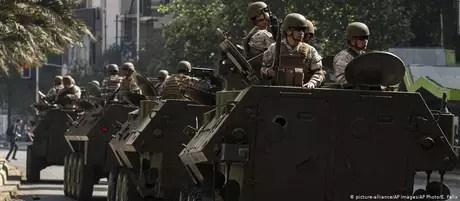 50902668354 - Protestos no Chile deixam três mortos na capital do país