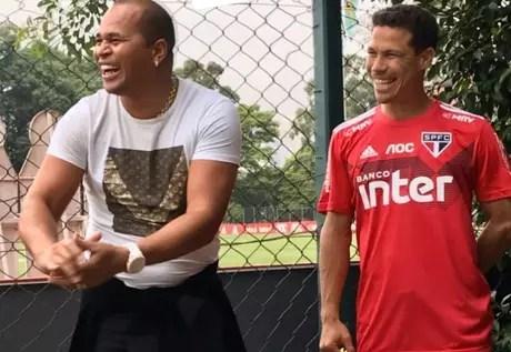 Aloísio Chulapa e Hernanes colocaram a resenha em dia nesta quarta-feira (Foto: Reprodução/Instagram)