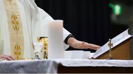 Segundo os Evangelhos, o Pai Nosso foi ensinado pelo próprio Jesus a pedido de um de seus discípulos