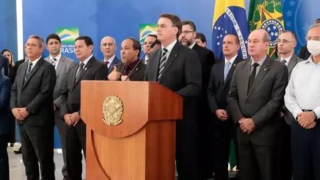 Centrão pede cargos para impedir impeachment de Bolsonaro