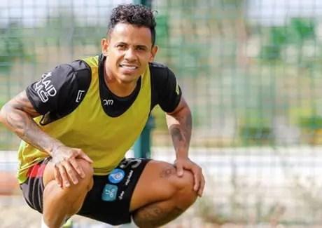 Eltinho que sucesso com atual equipe no futebol árabe (Divulgação)