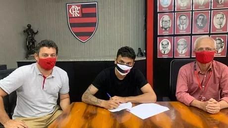 Vitor Zanelli (Vice-Presidente do Futebol de Base), Richard Rios e Reinaldo Belotti (CEO) (Foto: Divulgação/Flamengo)