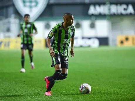 Destaque na temporada 2020, Ademir ainda não mostrou o bom futebol este ano pelo Coelho-(Mourão Panda/América-MG)