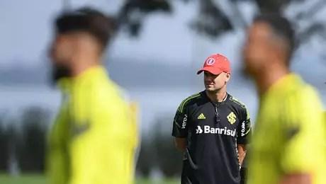 Espanhol Miguel Ramírez, do Inter, tem procurado aprender o idioma falado no Brasil