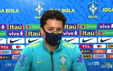 'Os jornalistas e os torcedores poderiam ser positivos, é o ponto melhor de se focar', disse Marquinhos (Reprodução / CBF TV)