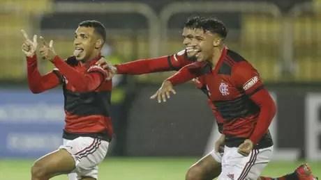 Petterson, à esquerda, comemorando o gol do Flamengo na final com o Vasco (Foto: Gilvan de Souza / Flamengo)