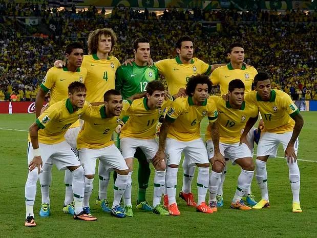Time titular posapara foto antes da final contra a Espanha Foto: Ricardo Matsukawa / Terra