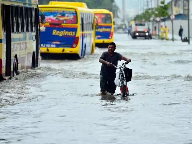 Chuva provocou alagamentos na região portuária do Rio de Janeiro Foto: Daniel Ramalho / Terra