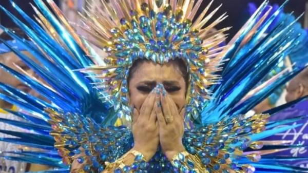 Lexa chora em estreia como rainha de bateria da Unidos da Tijuca: