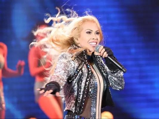 Joelma foi derrubada por uma fã, que invadiu o palco no show na sexta-feira, 25 de agosto de 2017