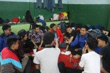 Berkumpul, sharing, dan makan bersama di waktu luang