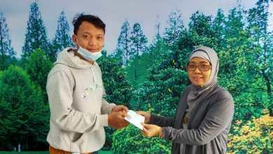 Photo of PC Makassar Menyerahkan DAKEM Kepada AW Alm Bpk Abd Rahman NIK 602173