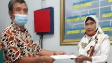 Photo of PC Bondowoso Serahkan SK Pensiun Janda Kpd  Ibu Luri S Id Alm Sugito Nik 500236