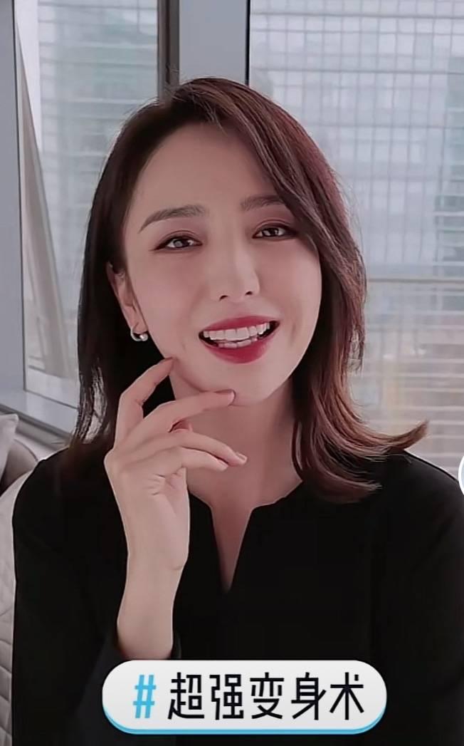 """37岁佟丽娅晒""""变身""""视频,对镜头托腮甜笑"""