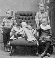 Fire søsken