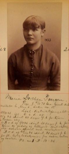 Marie Dorothea Iversen (16). Dømt til fangekost for tyveri og fordølging (skjuling) av hittegods. Idømt 80 dagers fengsel for leilighetstyveri fra aabne entreer og værelser. (Foto: Norsk rettsmuseum ©)