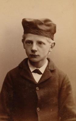 Emil Pedersen (14). Kallenavn Satan. Dømt gjentatte ganger for tyverier og tyvsdealaktighet. (Foto: Norsk rettsmuseum ©)