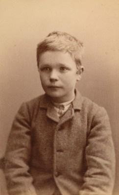 Johan Birger Stenborg (14). Kallenavn Svensken. Ikke nogen iherdig tyv men deler med broren og Panten. 40 dagers fangekost 29.12.1886 (Foto: Norsk rettsmuseum ©)