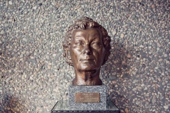 Nanna With (1874-1965) var født på Andenes. Hun var musiker, forfatter, og redaktør i Vesteraalens Avis, og da Norges første kvinnelige redaktør i nyhetspressen. (Foto: Tom Øverlie, NRK)