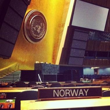 Sarah besøker FN-bygningen (Foto: Sarah Winona Sortland, Instagram)