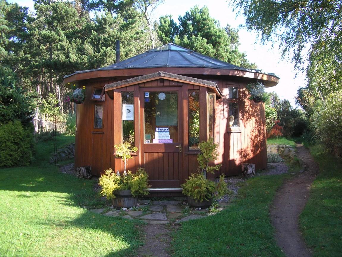 Et tønneformet hus i Findhorn, Skottland (Foto: Wikipedia)