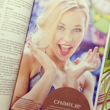 Geeee, it's so wierd seeing my picture in a magazine (Foto: instagram.com/charliemusicofficial)