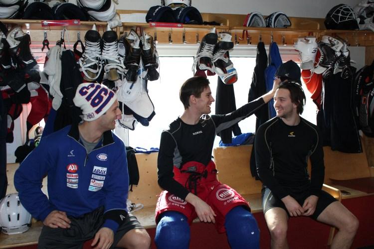 I garderoben til Vålerenga Ishockey. (Foto: Marius Rønnekleiv)