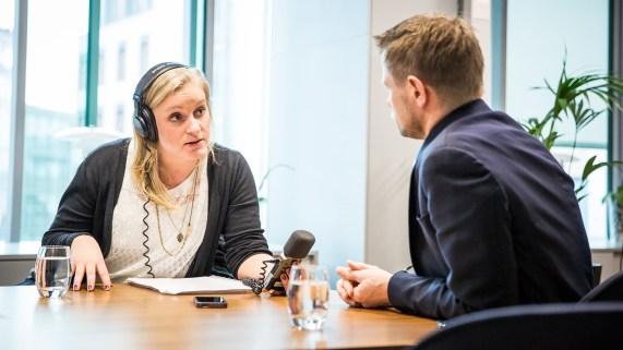 Tuva intervjuer helseminister Bent Høie (H) om forskjellen mellom «reservasjonsrett» og «reservasjonsmulighet». (Foto: Tom Øverlie, NRK)