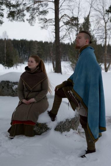 Tonje og Gøran setter stor pris på vennskapet og samholdet de har som medlemmer av Trondheim vikinglag. (Foto: Kristin Evensen Giæver, NRK)