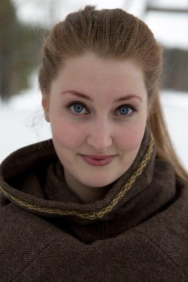 Tonje Årolilja Størseth Digre har ikke selv opplevd at noen med brune, politiske meninger har ønsket å bli medlem av Trondheim vikinglag. Men hun synes det er ille nok at de stjeler bildene hennes. (Foto: Kristin Evensen Giæver, NRK)