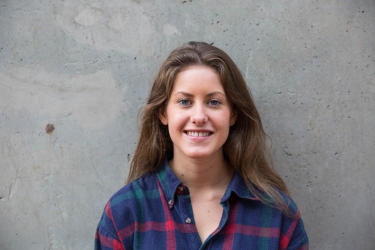 """Hedvig hadde """"bare"""" litt over middels karakterer etter videregående og måtte ta opp 16 fag for å komme inn på profesjonstudiet.  (Foto: Anne Dorte Lunås, NRK)"""