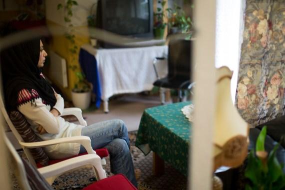 – Vi må bare vente. Vente, vente, vente. Det er livet på mottak, sier Nabeela Yousafzai. (Foto: Stig Morgen Waage, NRK)
