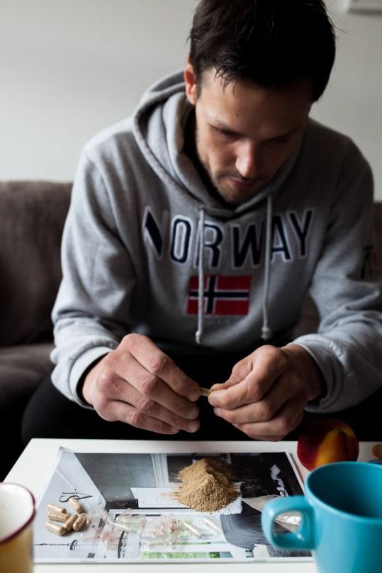 Kunsten å fylle kapsler. Foto: Matias Nordahl Carlsen