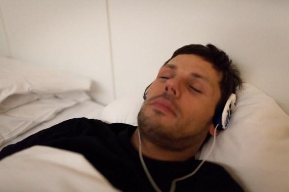 Zen-musikk på ørene. Foto: Matias Nordahl Carlsen